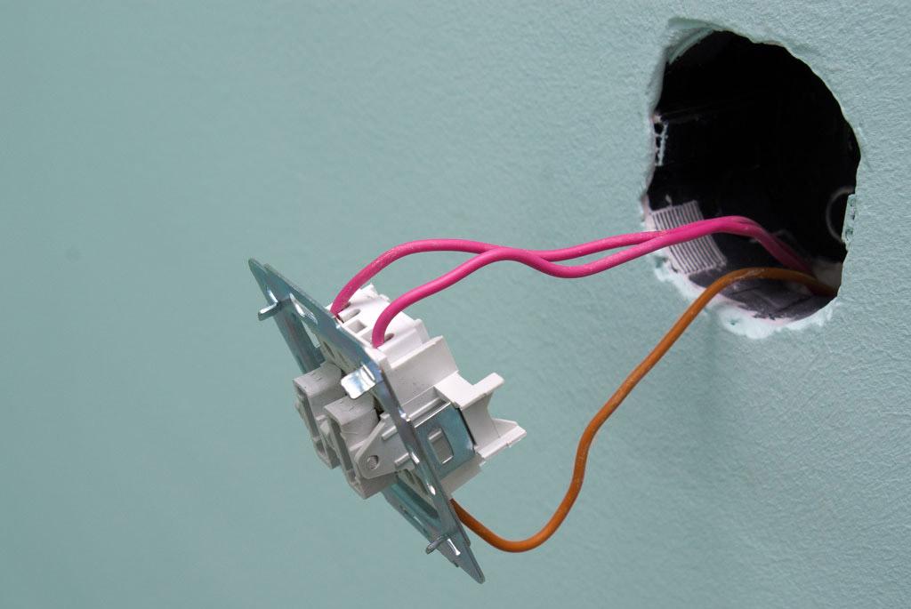 подключение люстры через двойной выключатель