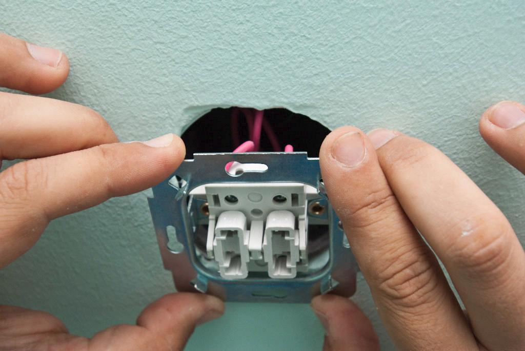 отличный как установить розетку от выключателя варочной панели столешницу