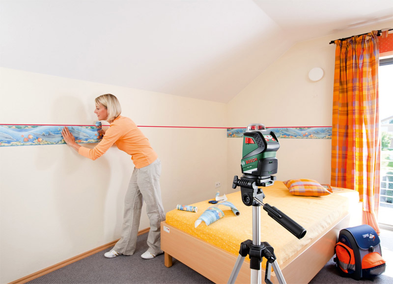 Применение лазерного нивелира при отделке комнаты