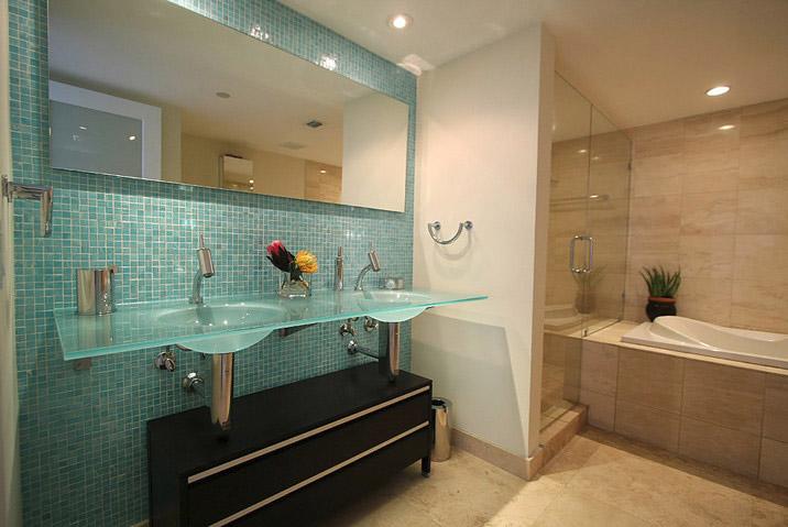Аквамарин в ванной комнате