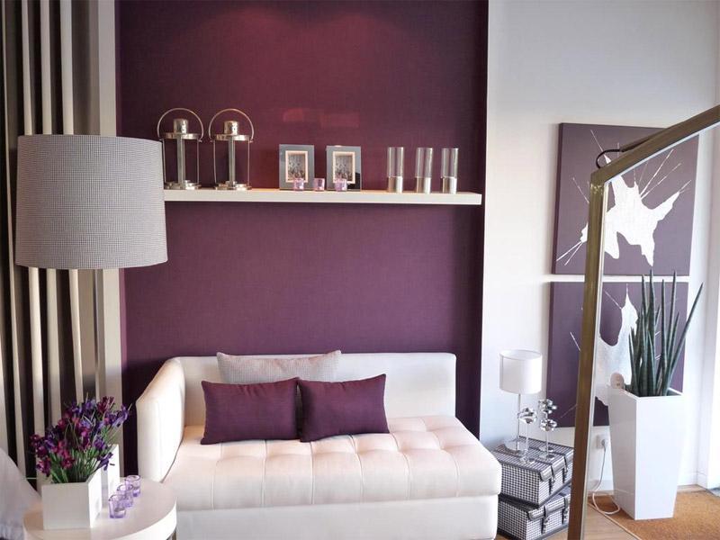 Гостиная в красно-фиолетовых тонах