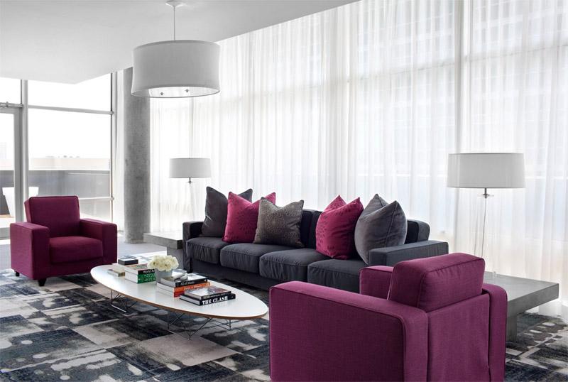 Современная гостиная с диваном и креслами