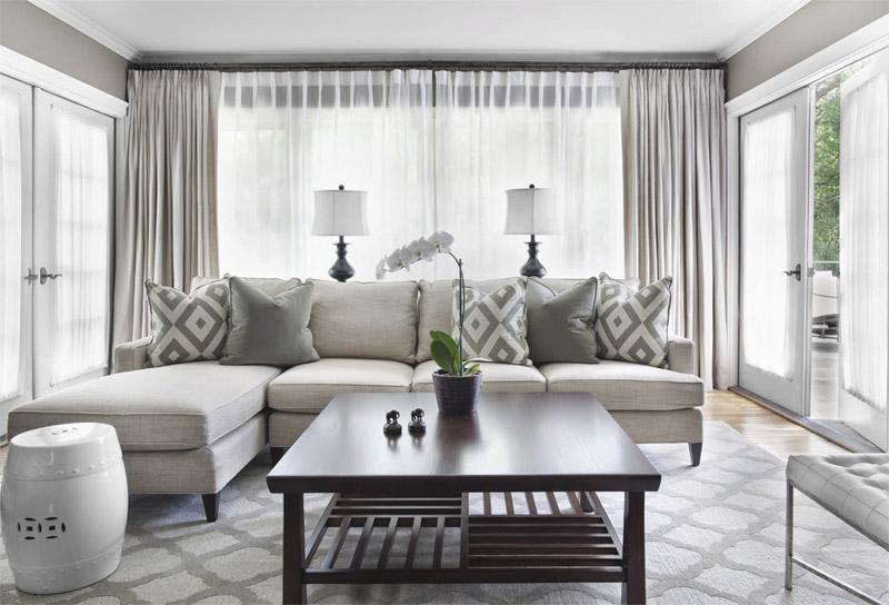 Современная гостиная в белых, серых и зеленых цветах