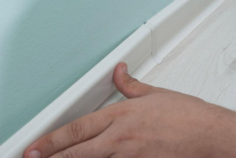 Как устанавливать плинтуса на пол