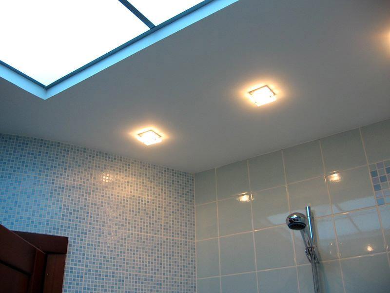 Потолок из гипсокартона в ванной комнате