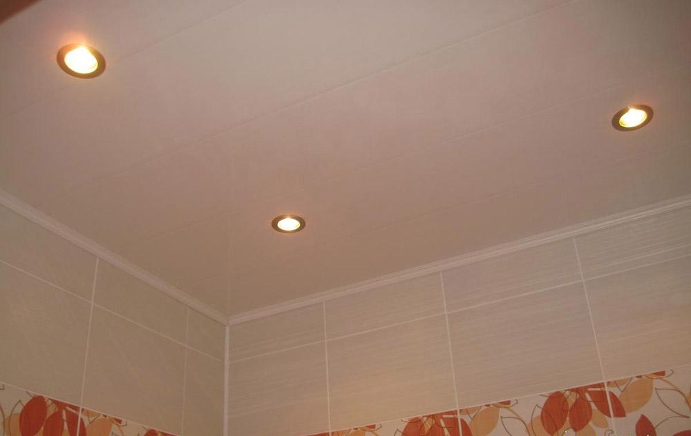 Как сделать потолок в ванной шпаклевать красить