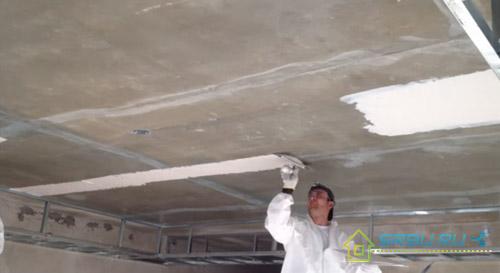 Чем шпаклевать потолок под покраску