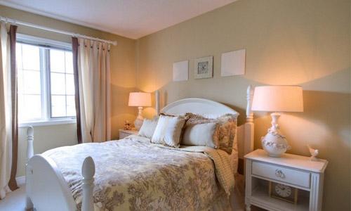 Какие обои выбрать для спальни с учетом их практичности и дизайна Фото и Видео