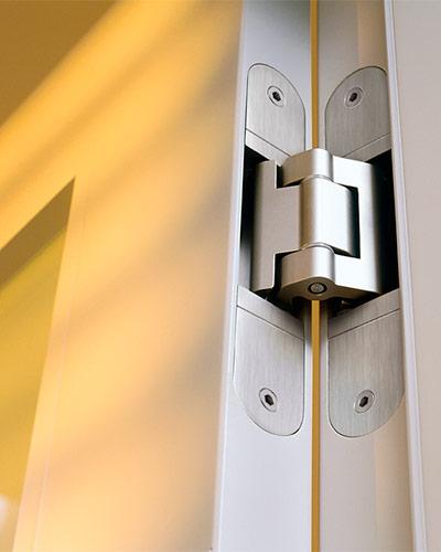 Скрытая петля для межкомнатных дверей