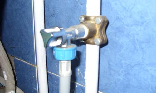 Врезка в водопровод при помощи обжимной муфты