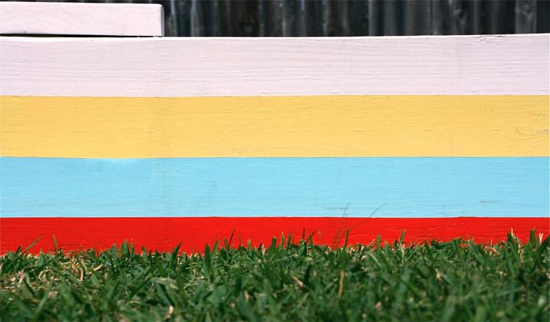 Песочница окрашенная в различные цвета