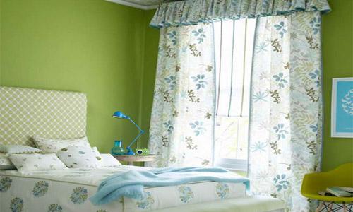 Стены спальни в фисташковом цвете