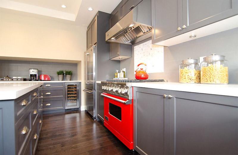 Кухня с акцентов на плиту
