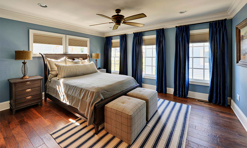 Использование синего цвета в интерьере спальни