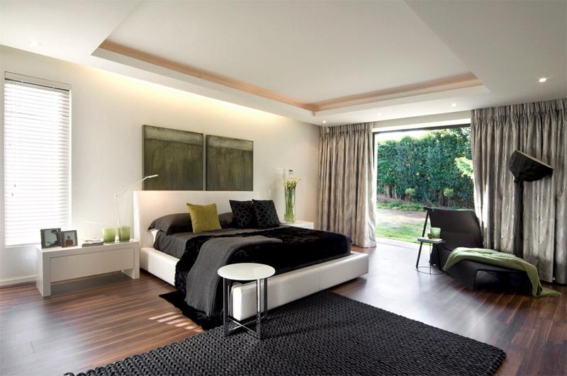 Спальня в черно-белых тонах с зеленым акцентом