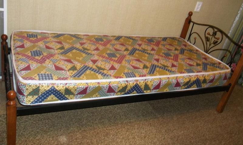 Простая односпальная кровать