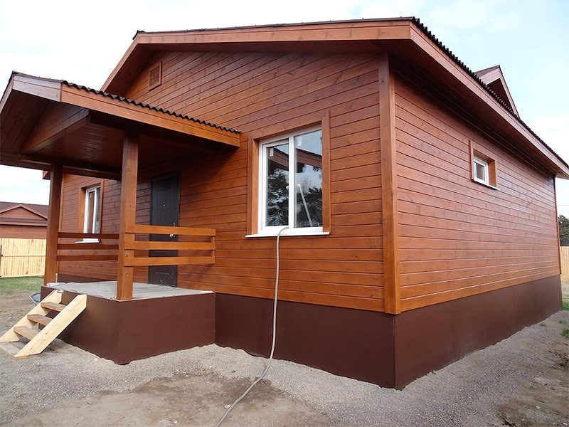 Дом отделанный имитацией бруса