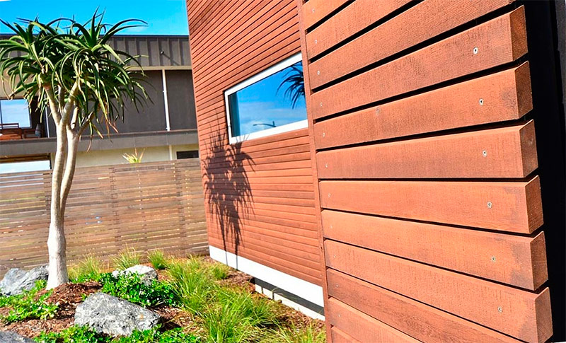 Фасад дома отделанный планкеном