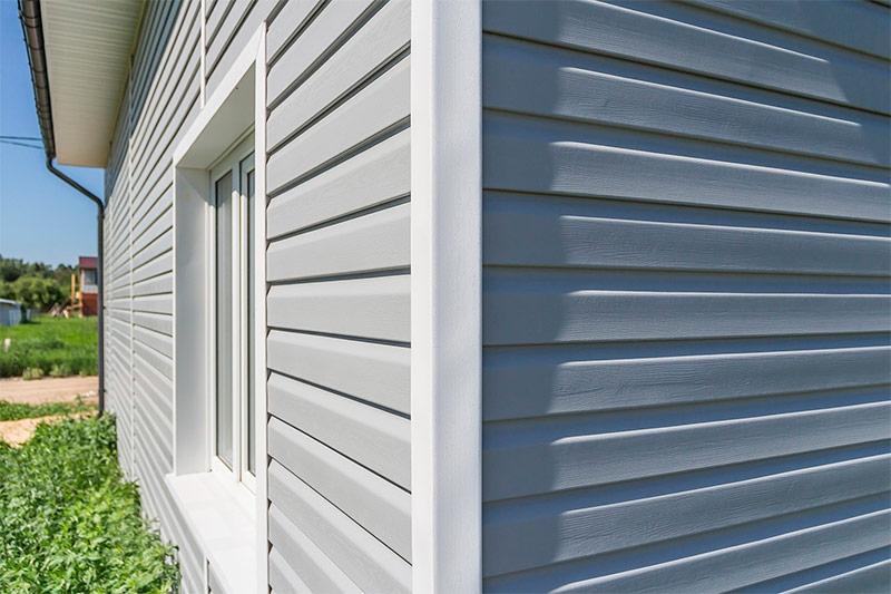 Фасад дома отделанный виниловым сайдингом
