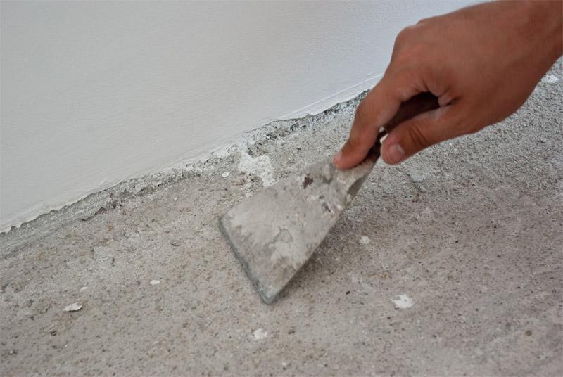 Убираем выступы на цементном полу