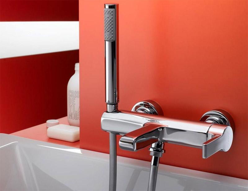 Ванно - душевой смеситель с коротким изливом