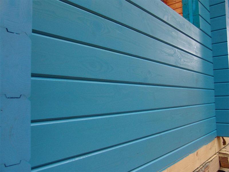 Деревянный дом окрашенный масляной краской
