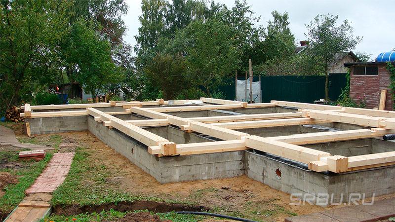 Ленточный фундамент для дома из бревна и бруса