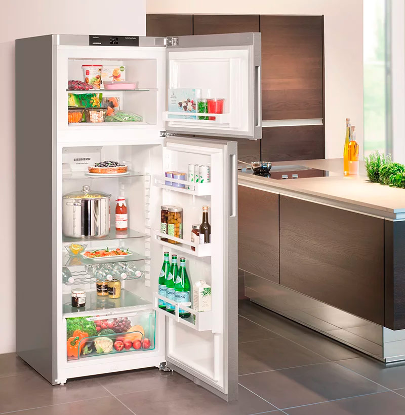 Холодильник с морозильной камерой в верхней части